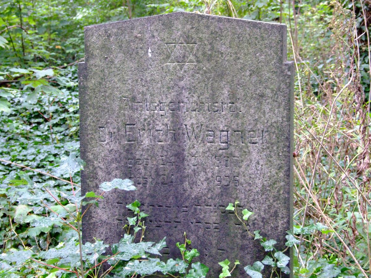 Wikipedia, Jewish cemetery in Zabrze, Self-published work, Star of David on Jewish gravestones in Po